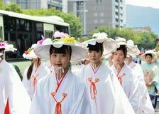 用花装饰的女孩,京都日本游行Gion节日的 图库摄影