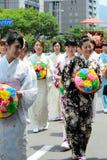 用花装饰的女孩,京都日本游行Gion节日的 库存照片