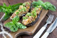用菜、肉和乳酪充塞的被烘烤的茄子 免版税库存图片