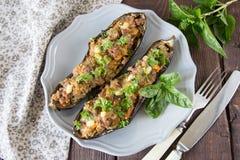 用菜、肉和乳酪充塞的被烘烤的茄子 免版税图库摄影