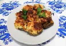 用菜充塞的蘑菇在烤箱烘烤了 免版税图库摄影