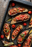 用菜充塞的被烘烤的茄子 库存照片