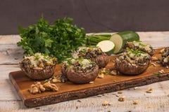 用菜和乳酪充塞的蘑菇盖帽 库存照片