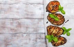 用菜和乳酪充塞的被烘烤的茄子 图库摄影