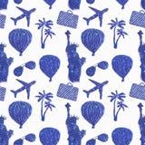 用蓝色闪烁旅行的不同的标志的无缝的样式  自由女神像,气球,飞机 免版税库存照片
