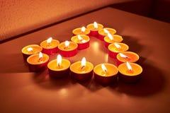 用蜡烛做的心脏 免版税库存照片