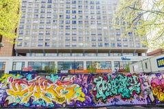 用街道画盖的墙壁在柏林,德国 免版税库存照片