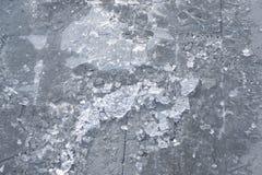 用被打碎的稀薄的冰盖的路面 免版税库存图片