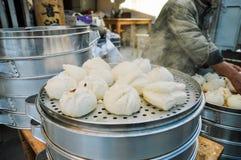 用被捣碎的豆沙充塞的蒸的饺子 免版税库存图片