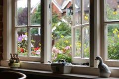 用装备的房子井 免版税图库摄影