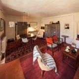 用装备的房子葡萄酒,客厅 库存图片