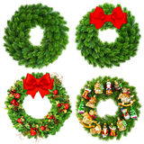 用装饰品简朴和装饰的圣诞节花圈 图库摄影