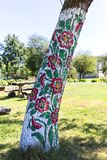 用装饰的被绘的老木村庄手画五颜六色的花, Zalipie,波兰 免版税库存图片