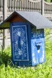 用装饰的被绘的老木蜂箱手画五颜六色的花, Zalipie,波兰 图库摄影