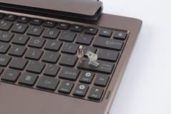 用车运送计算机概念关键董事会微型在线购物 免版税库存图片