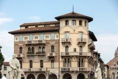 用锦砖和样式佣人装饰的老住宅房子从砖,普拉托della瓦尔,在帕多瓦 免版税库存照片
