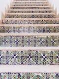 用阿拉伯瓦片样式盖的楼梯 免版税库存图片