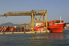 用集装箱装的墨西拿船 免版税库存照片