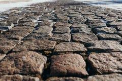 用雪报道的石头块 免版税库存图片