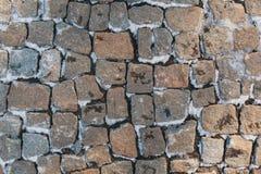 用雪报道的石头块 免版税库存照片