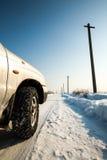 用雪盖的乡下路 免版税库存图片