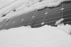 用雪盖的光致电压的模块 免版税图库摄影