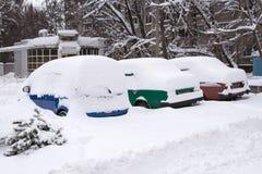 用雪盖的机器,冬天暴风雪 免版税库存图片