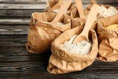 用面粉的不同的类型的袋子 免版税库存照片