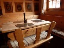 用餐与木头的Rustical 库存图片