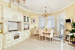 用餐内部厨房空间样式的经典之作 库存照片