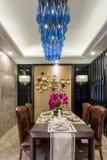 用餐别墅的现代豪华内部家庭装饰设计 库存图片