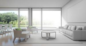 用餐和客厅在豪华房子里有湖视图,现代别墅剪影设计大家庭的 免版税库存照片