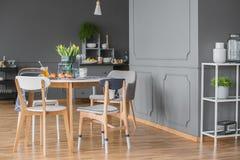 用餐在厨房内部的空间 免版税库存照片