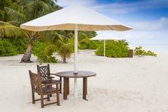 用餐在海滩 免版税库存图片