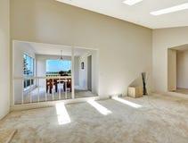 用餐客厅 楼面布置图在空的房子里 免版税库存照片