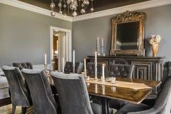用餐玻璃空间圆桌的接近的刀叉餐具 免版税库存图片