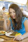 用餐的女孩 免版税库存图片