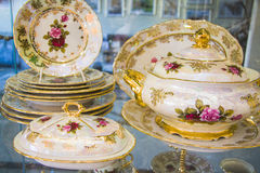 用餐碗筷集合的皇家瓷 免版税库存照片