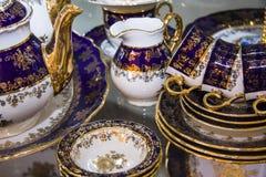 用餐碗筷集合的皇家瓷 库存照片
