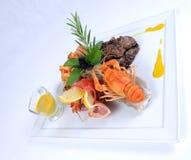 用餐细致的龙虾膳食牌照的牛肉 图库摄影