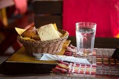 用餐面包和杯水 库存照片