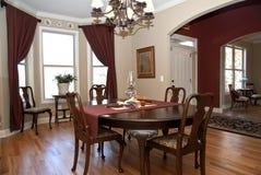 用餐项家庭现代空间 免版税图库摄影