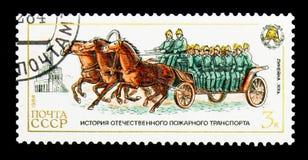 用马拉的乘员组无盖货车, 19世纪,消防车se的历史 库存图片
