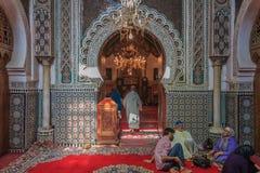 用马赛克和雕刻装饰的清真寺入口 库存图片