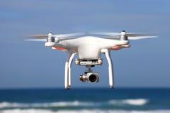 用高分辨率4K摄象机装备的白色寄生虫 免版税库存照片