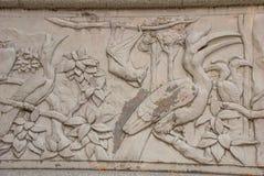 用鸟和棒装饰的带状装饰 米里市爱好者公园,婆罗洲,沙捞越,马来西亚 免版税图库摄影