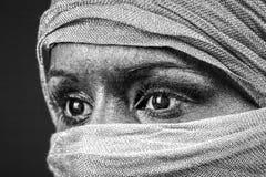用围巾盖的面孔 免版税库存图片