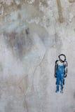 用水泥涂有镇压的墙壁,并且疏松油漆肮脏的纹理片断  库存图片