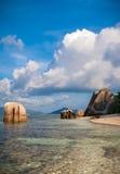 田园诗塞舌尔群岛海滩 免版税库存图片