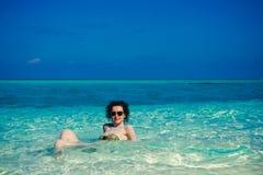 田园诗天堂海岛风景 海滩异乎寻常热带 暑假,豪华度假胜地,旅游业概念 对Maldi的旅行 免版税库存照片